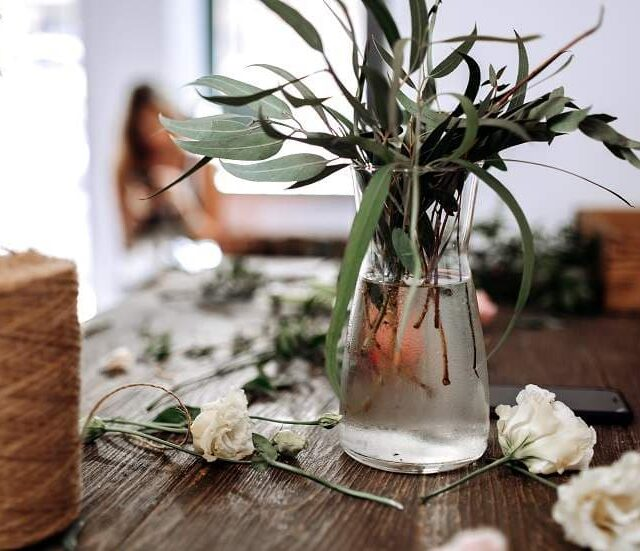 אם מותר לשים פרחים באגרטל עם מים בשמיטה